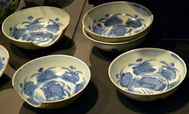 Crockery salvaged from the Witte Leeuw, on display at the Amsterdam Rijksmuseum