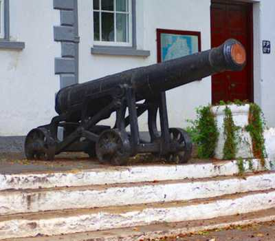 Old cannon outside the Courthouse Saint Helena Island Info Picture Gallery