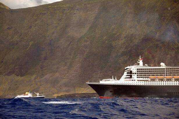 Dwarfed: RMS St Helena meets the Queen Mary 2 [Saint Helena Island Info:Read articles about St Helena (Older)]