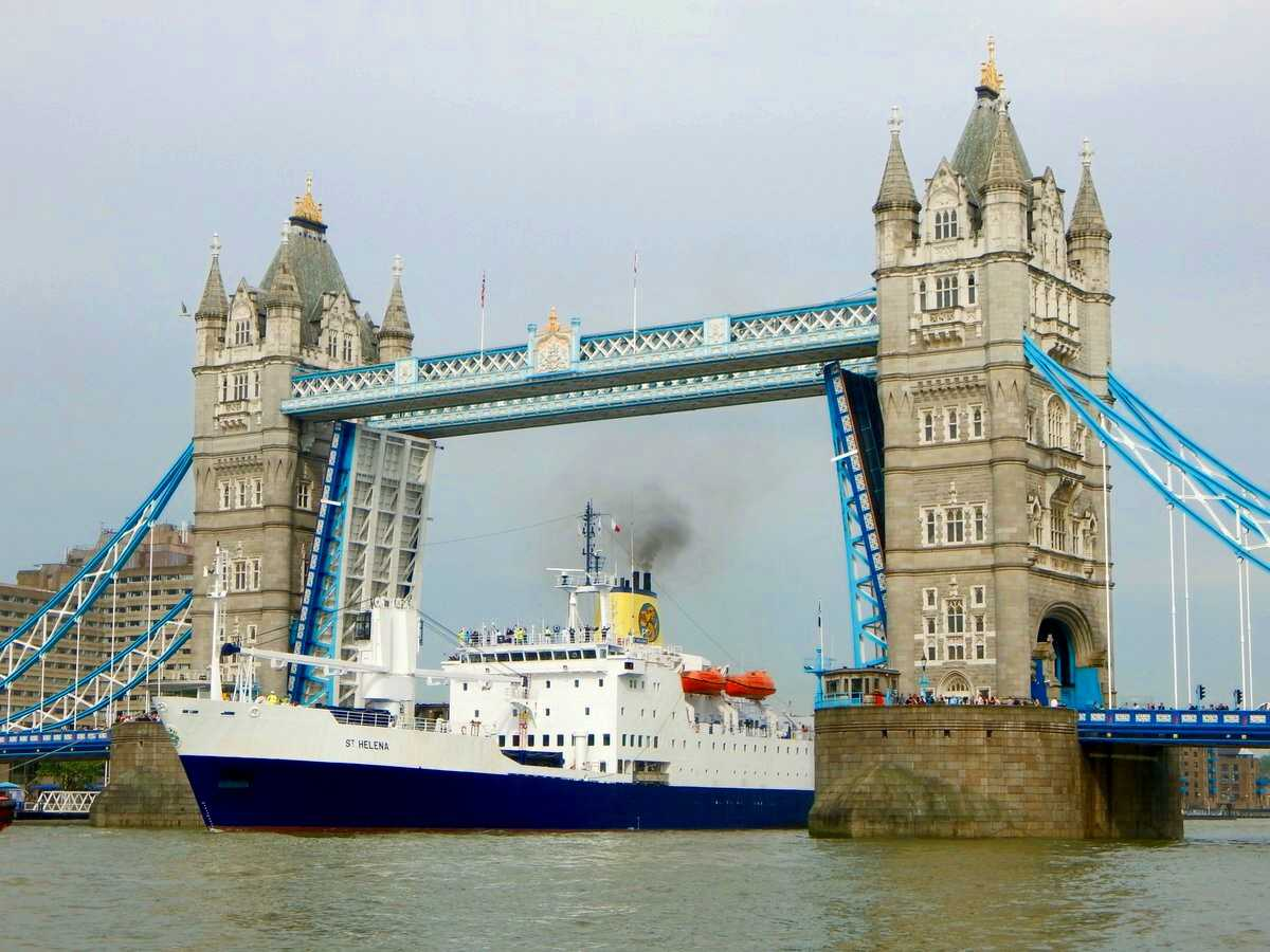 RMS St Helena passes through Tower Bridge on its last UK call [Saint Helena Island Info:Read articles about St Helena]