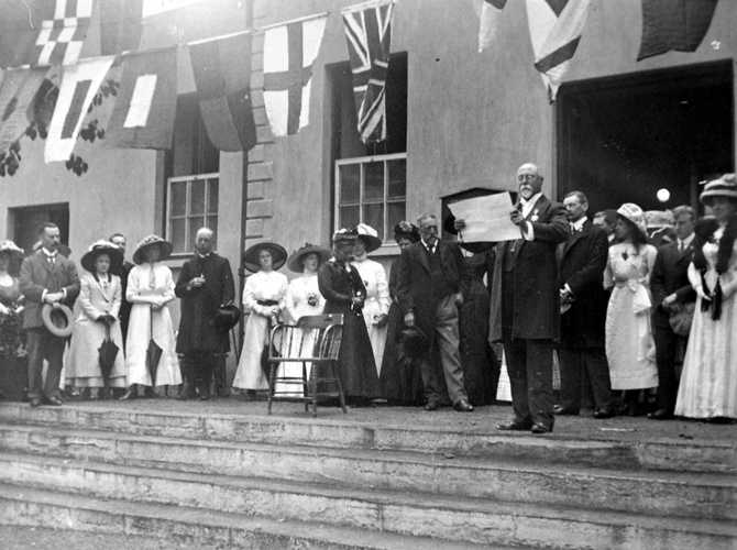 Homagee welcomes the Duke of Connaught, 1910